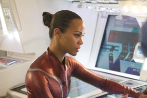Uhura (Zoe Saldana) sucht den Lichtschalter (© 2013 Paramount Pictures. All rights reserved.)